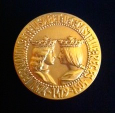 MEDALLA DE ORO DEL FORO EUROPA 2001 AL PRESTIGIO PROFESIONAL.